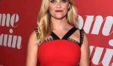 ريز ويذرسبون بفستان أحمر جميل في عرض فيلمها