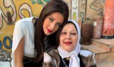 خاص الفن- رضوى الشربيني وشقيقها يحضران جنازة والدتهما وهما مصابان بكورونا