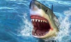 سمكة قرش تهاجم رجلاً ستينياً وهذا ما فعلته به- بالفيديو