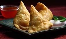 السمبوسة تتميّز بطعمها اللذيذ.. هذه طريقة تحضيرها بالحشوة الهندية مع البطاطا