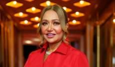 ليلى علوي أول ممثلة ظهرت بالحجاب في مصر.. أصبحت أماً من دون إنجاب وما قصة خلافها مع يسرا؟
