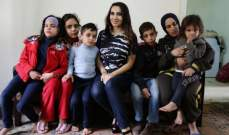 داليا كريم تحتضن احلام خمسة اطفال