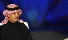 بالفيديو- فتاة تصرخ بشكل هيستيري عند رؤيتها محمد عبده وهكذا كانت ردة فعله