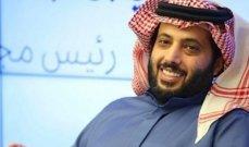 بالفيديو- تركي آل الشيخ يتلقى هدية باهظة الثمن