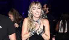 مايلي سايرس تستعرض وشمها الجديد بالبيكيني - بالصورة