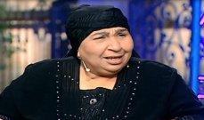 بالصورة - أشهر كومبارس في مصر تتعرض لخطأ طبي.. وأشرف زكي يتدخل لإنقاذها