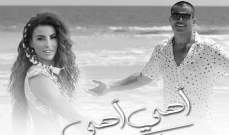 """معلومات عن الفنانة اليونانية التي غنت """"أهي أهي"""" مع عمرو دياب"""