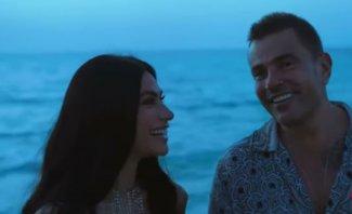 رقص هدى المفتي مع عمرو دياب على شاطئ البحر يثير الجدل- بالفيديو