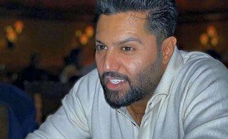 يعقوب بوشهري ينفعل على المتابعين ويرفض التحدث والتقاط الصور معهم - بالفيديو