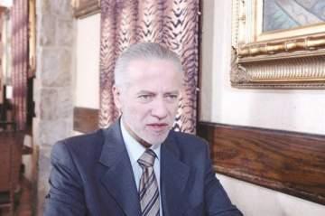 فادي إبراهيم في بطولة مسرحية