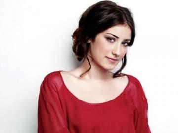 هازال كايا تغضب على صحافي سألها عن وزنها الزائد خلال الحمل- بالفيديو