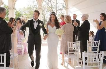 دانييلا سمعان وسيسك فابريغاس يرقصان على اغنية عمرو دياب في زفافهما مع ميسي وزوجته- بالفيديو
