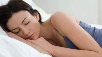هل تعانون من مشلكة سيلان اللعاب أثناء النوم؟ .. إليكم الحل