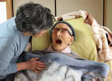عميد البشرية يحتفل بعيد ميلاده الـ116