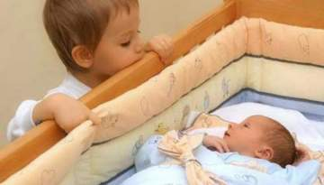 بالفيديو- ردة فعل صادمة.. طفلان صديقان يلتقيان مجددا بعد غياب