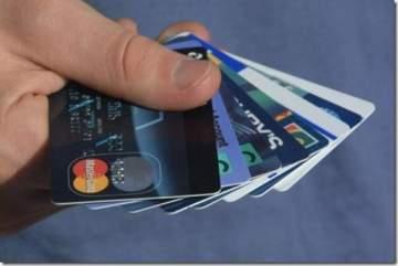 البريطانيون يعتمدون على بطاقات الائتمان لتسديد فواتيرهم
