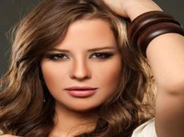 """إيمان العاصي : """"محمد رجب فنان كبير وسعيدة بالعمل معه"""""""