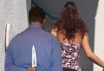 قتل زوجته وبعد ان إطمأن على أولاده قتل نفسه!