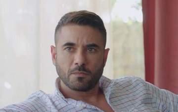 """صورة - هكذا ظهر أحمد عز في مسرحية """"علاء الدين"""""""