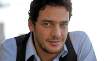بعد صوره العارية وصورته على السرير مع تامر هجرس..خالد أبو النجا يطالب بالإعتراف بالمثليين