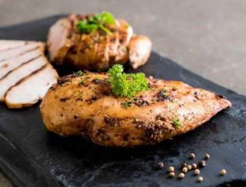 طريقة تحضير سهلة وسريعة لـ ستيك الدجاج المقلي والمشوي