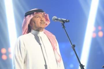 محمد عبده يحرج معجباً في حفله بعد أن رآه ينظف أنفه بإصبعه!-بالفيديو