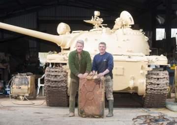 اشترى دبابة سوفيتية فعثر بداخلها على الذهب