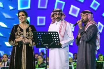 """فؤاد عبد الواحد يتألق في حفل موسم الرياض ويغني """"تريو"""" مع عبادي الجوهر وأسماء لمنور"""