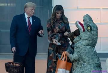 دونالد ترامب يثير الجدل خلال توزيعه الحلوى على الأطفال في الهالوين-بالفيديو