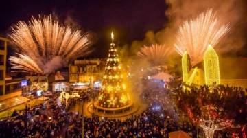 جوليا بطرس والياس بو صعب يشاركان بإضاءة شجرة وزينة الميلاد في ضهور الشوير - بالصور