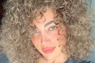هذه ليست سوزان نجم الدين بل هي ممثلة مصرية شهيرة!!