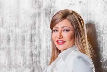 ليلى علوي في العشرين ومنى زكي ودرة زروق يشيدان بجمالها-بالصورة