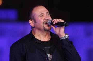 """هشام عباس """"أغلى من العين"""" من ألبومه الجديد """"عامل ضجة"""""""