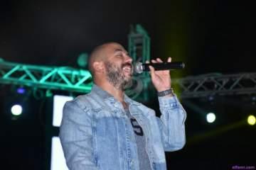 محمود العسيلي بديو مع لاعب كرة قدم-بالصورة