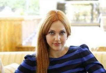 مريم أوزرلي تتخلى عن لون شعرها الاشقر وتلجأ الى الاسود فكيف بدت بعد هذا التغيير الكبير؟