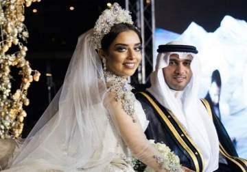 فنانات تعرضن لمواقف محرجة خلال حفل زفافهن.. بلقيس فقدت أجزاءاً من فستانها!