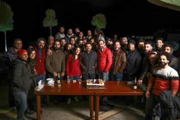 """أسرة """"هوس"""" تحتفل بإنتهاء التصوير وبعيد هبة طوجي.. بالفيديو"""