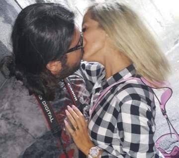 """مايا نعمة تحتفل بعيد زواجها الخامس بـ""""french kiss"""" مع زوجها..بالصورة"""