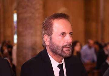 بالفيديو- غسان صليبا يلقي كلمة للمتظاهرين ويغني