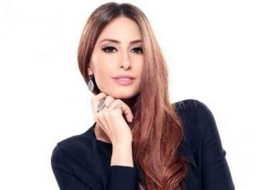 هبة طوجي تعايد الشعب اللبناني بالاستقلال على طريقتها