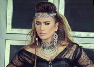 ريم هلال تدخل القفص الذهبي
