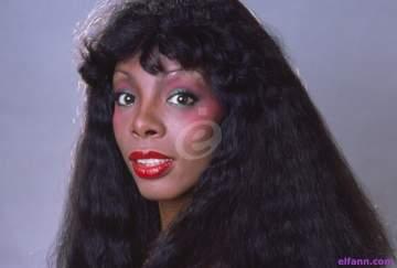 """دونا سمر """"أسطورة الديسكو"""".. ساهمت في شهرة مايكل جاكسون ولازلنا نرقص على أغنياتها حتى اليوم"""