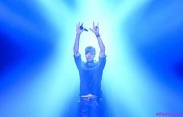 إنريكيه إغليسياس يغني في اسرائيل والجمهور يعترض