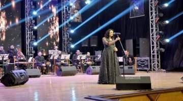 ميس حرب تحتفل بعيد فيروز في اللاذقية