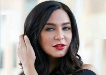 سلاف فواخرجي تهدد بإجلاس الممثلات المصريات في بيوتهنّ..ومنة فضالي: