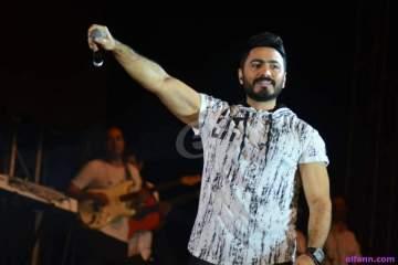 """بعد """"حملة نعيماً""""..تامر حسني يفاجئ الجمهور ويتخلى عن شعره تماماً-بالصورة"""