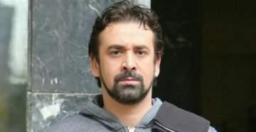 كريم عبد العزيز يؤجّل تصوير