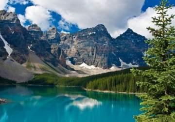 كندا.. غابات شاسعة وبحيرات رائعة الجمال