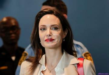أنجلينا جولي تمضي وقتها مع أولادها في ديزني لاند.. بالصور