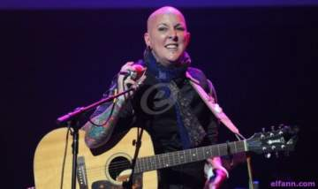 وفاة الشاعرة الغنائية بيفرلي ماكليلان بعد صراع مع السرطان